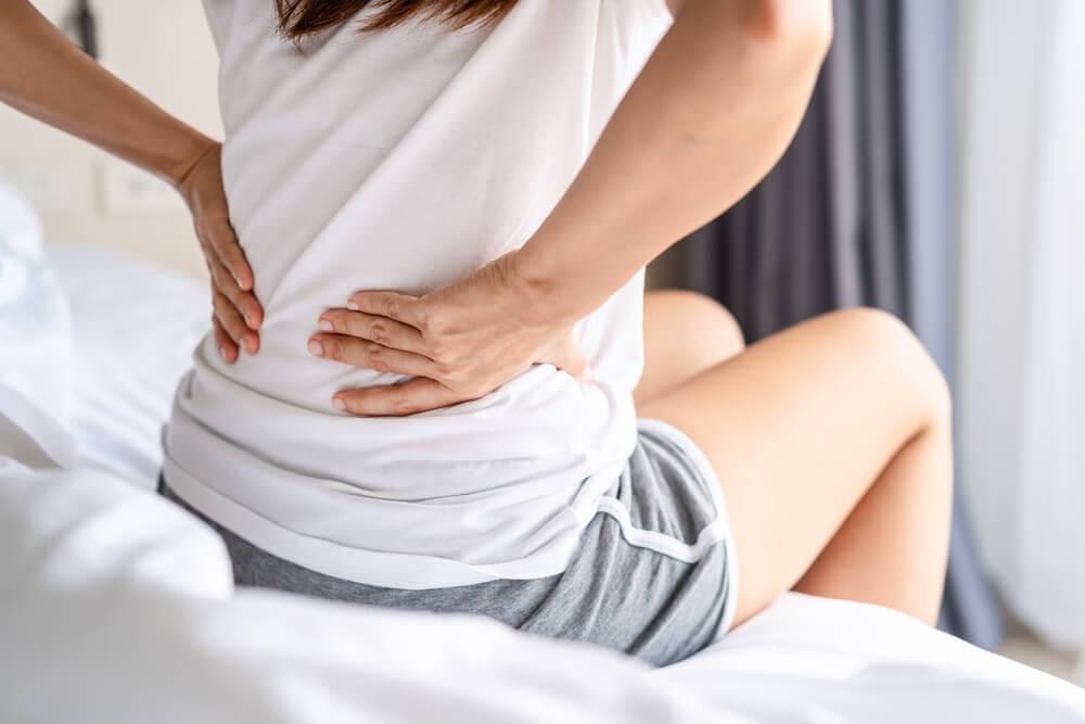 Dor nas costas e COVID-19: pode ser um sintoma?